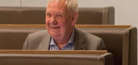 Markant raadslid Joop van der Veere uit Harderwijk overleden: hij stemde plots voor de koopzondag