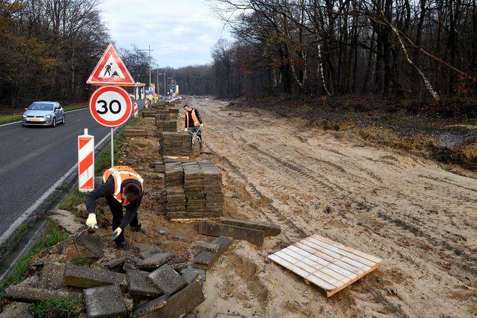 Langs het tracé van de westelijke rondweg in Amersfoort is inmiddels voor enkele tientallen miljoenen euro's aan voorbereidend werk gedaan. Als  onderdeel daarvan werden ook 1700 bomen gekapt.