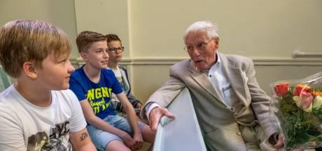 Jara is onder de indruk van het oorlogsverhaal van Frans de Looff: 'Vooral over dat dode kindje'