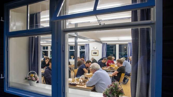 Wageningse denksporters dromen van gezamenlijk onderkomen; tot die tijd spelen de schakers bij de dammers