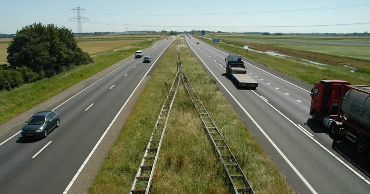 Lange file op de A58 door ongeval bij Heinkenszand.