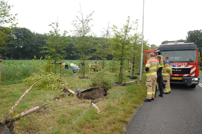 De bestuurder raakte van de Schelmseweg af, ramde een paar jonge bomen en kwam in een maisveld tot stilstand.