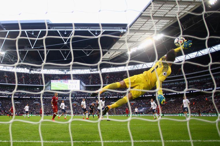 Lloris redt geweldig op een schot van Coutinho.