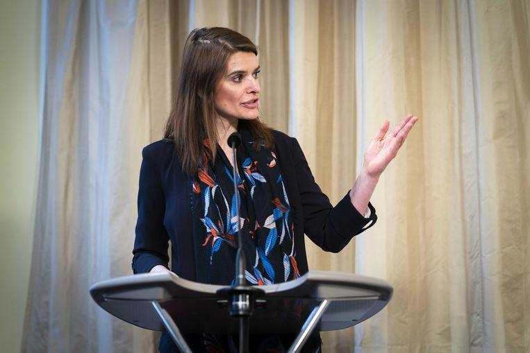 Staatssecretaris Barbara Visser (defensie) tijdens de presentatie van het chroom-6-rapport maandag. Beeld ANP