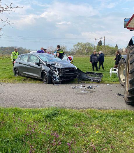 Automobiliste gewond bij botsing met tractor bij Bathmen