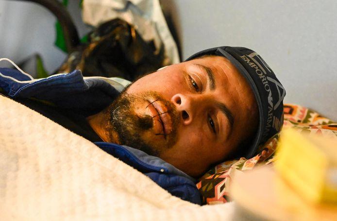 L'ULB abrite de nombreux demandeurs d'asile, ils sont en grève de la faim depuis plus d'un mois. Trois d'entre eux ont cousu leur bouche.