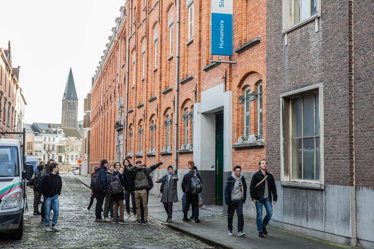 De leerkrachten van het Sint-Lievenscollege halen hun slag thuis: de school blijft op dezelfde locatie aan de Zilverenberg.