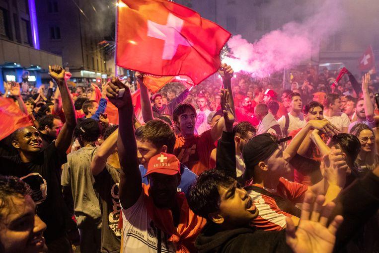 Groot feest in Zürich nadat Zwitserland de sensationele achtste finale tegen Frankrijk won. Beeld AP