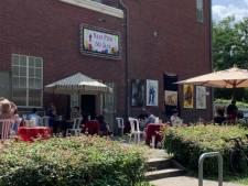 Theater Naat Piek Uden gooit terras weer open voor 'koffie- en cultuurdagen'