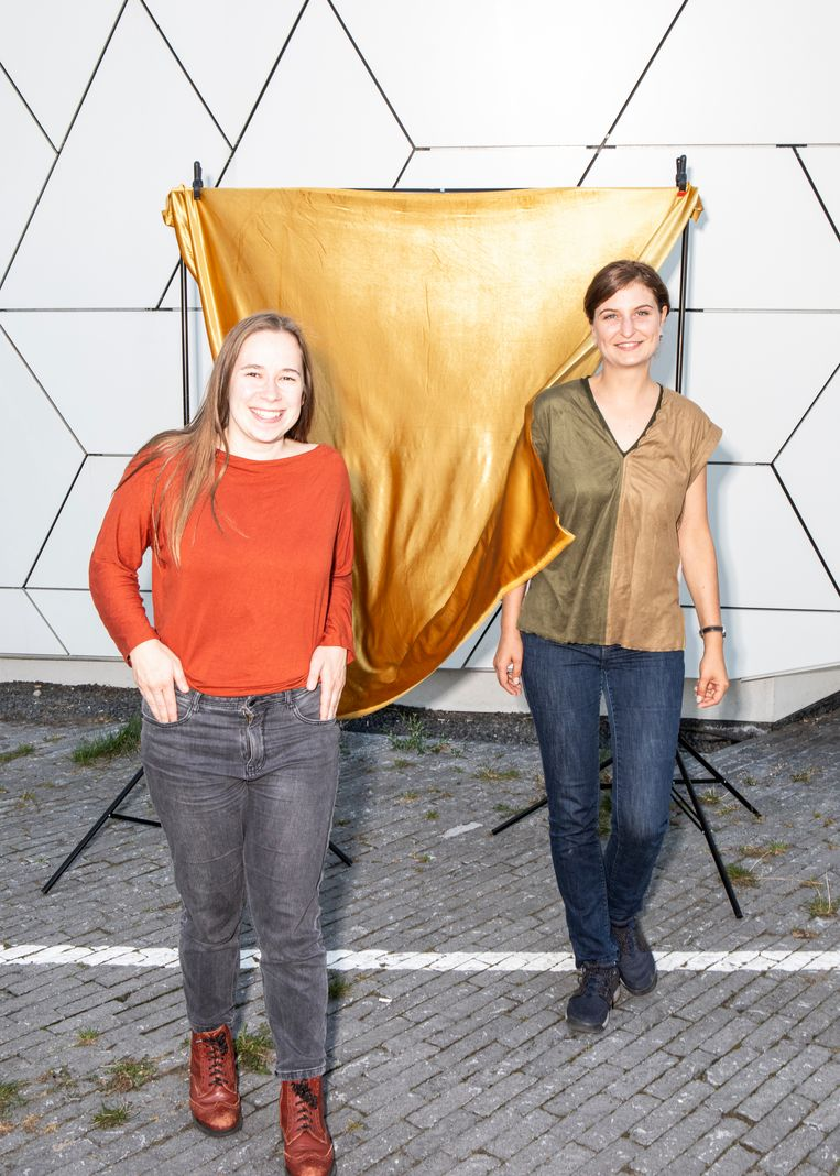 Lidewei Egbers en Raluca Lupascu voor filmmuseum Eye. Beeld Hilde Harshagen