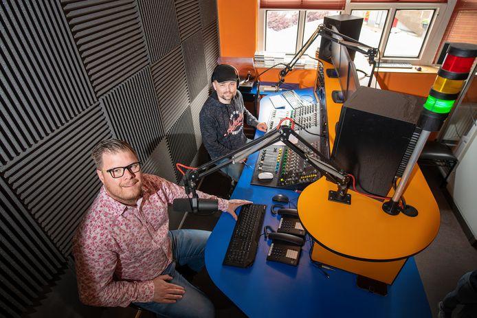 Valouwe Media Stichting is sinds 15 april de  nieuwe lokale omroep van Apeldoorn, maar veel inhoudelijke programma's zijn er nog niet te horen of te zien.