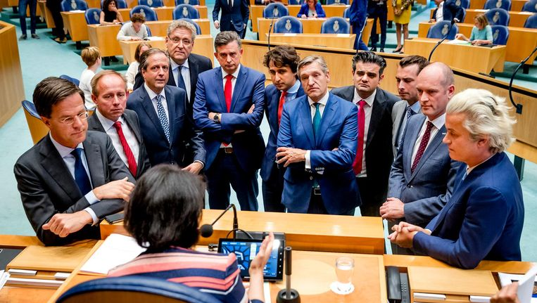 Partijleiders bij Kamervoorzitter Arib tijdens het debat over het stuklopen van de formatie, 13 juni 2017. Beeld anp