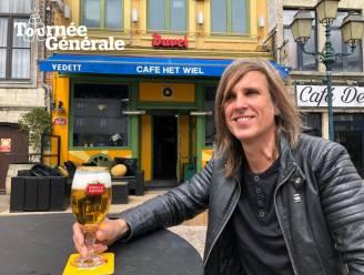 """Tournée Générale. Schrijver/Muzikant Roel Van Espen drinkt zijn eerste pint in het café waar hij al 30 jaar vaste klant is: """"Het Wiel is een gepimpte bruine kroeg"""""""