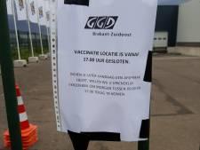 Tientallen mensen kwamen bij prikhal in Helmond aan gesloten poort; GGD spreekt van misverstand