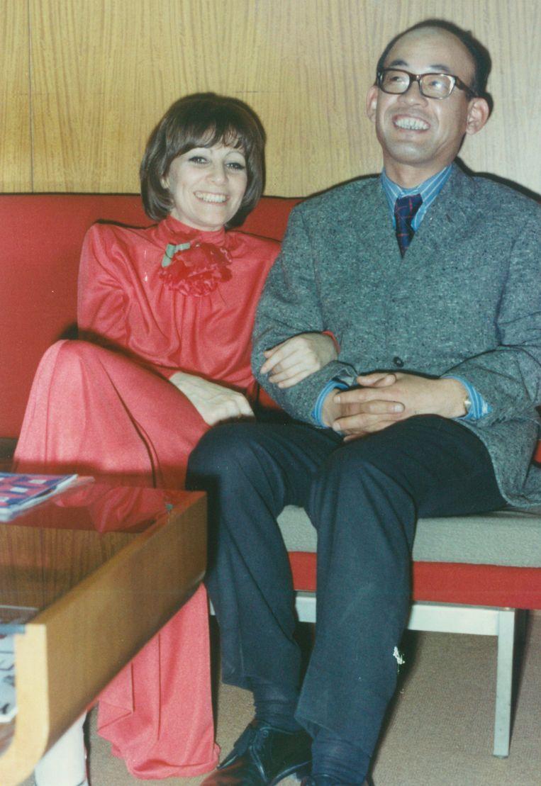 Ann Burton met haar ontdekker Osamu Uchida na haar optreden in de Yamaha Jazz Club in 1973. Beeld