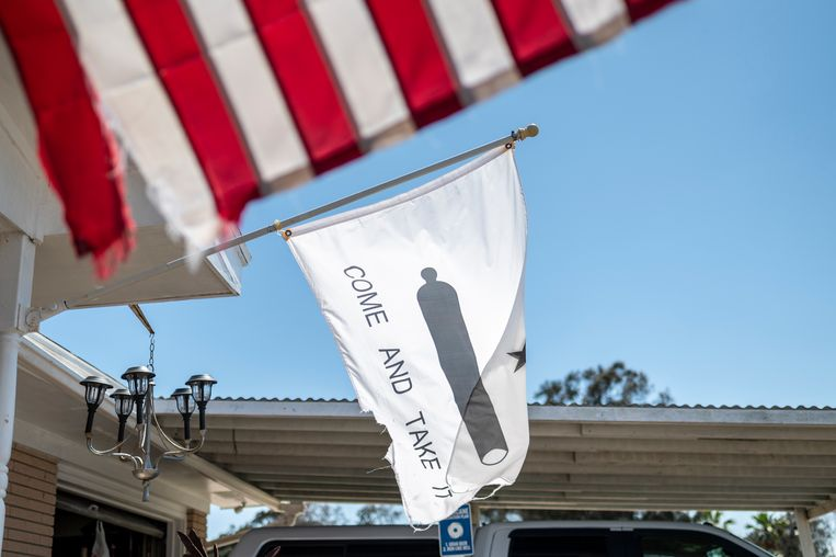 Nog altijd populair in Texas sinds de Texas Revolutie in 1835, zo ook in Boca Chica: de 'Kom maar halen (als je durft)'-vlag. Beeld Sergio Flores