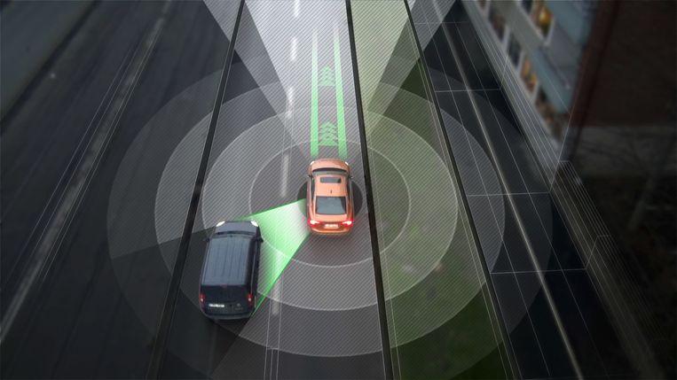 Een zelfrijdende wagen scant de omgeving en weet wanneer een ander voertuig nadert.