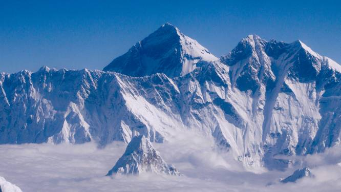 China bakent grens af op top van Mount Everest