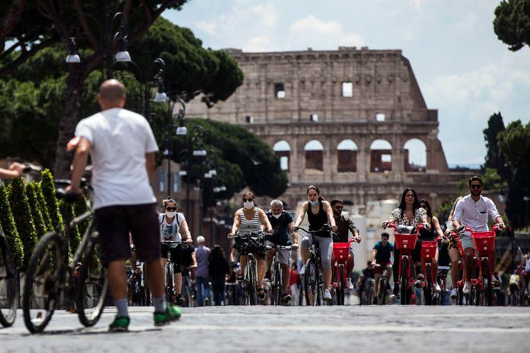 Het Colosseum in Rome is opnieuw open voor toeristen. Beeld EPA