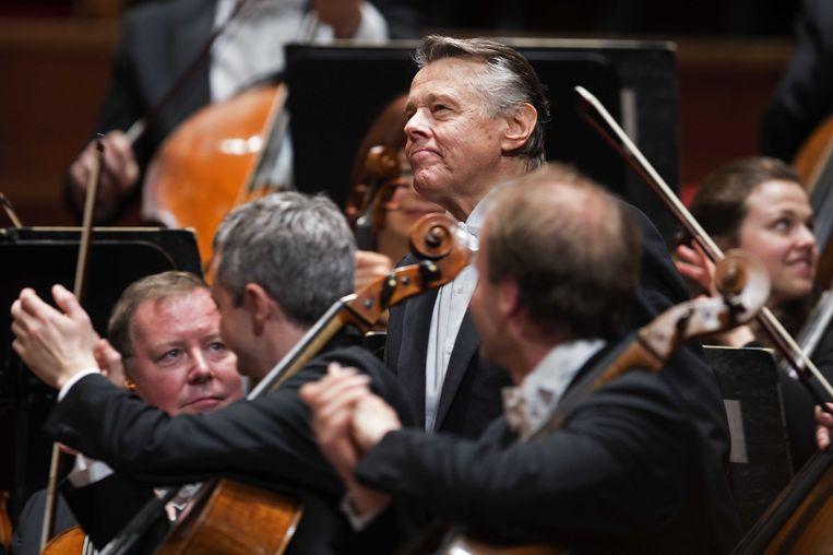 2015-03-20 22:38:44 AMSTERDAM - Mariss Jansons, chef-dirigent van het Koninklijk Concertgebouworkest, tijdens het afscheidsconcert. Jansons werd in 2004 chef-dirigent van het Concertgebouworkest en verlaat het orkest aan het eind van dit seizoen. ANP OLAF KRAAK Beeld ANP