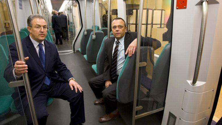 Burgemeester Aboutaleb (links) en Pedro Peters in 2010 bij de presentatie van een nieuw metrostel van de RET. Beeld anp