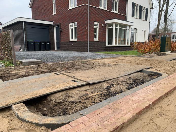 De Hazelaarlaan in Dordrecht. Na een rioolkast pal voor het huis is daar nu ook een boom ingetekend.