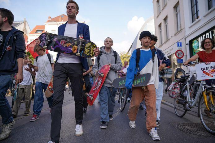 Vlaams parlementslid Jos D'Haes (PVDA) loopt mee in het protest.