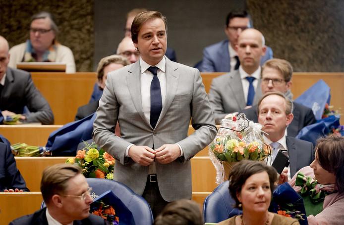 Malik Azmani (VVD) legt de eed af tijdens de installatie van de nieuwe Kamerleden na de Tweede Kamerverkiezingen van 2017.