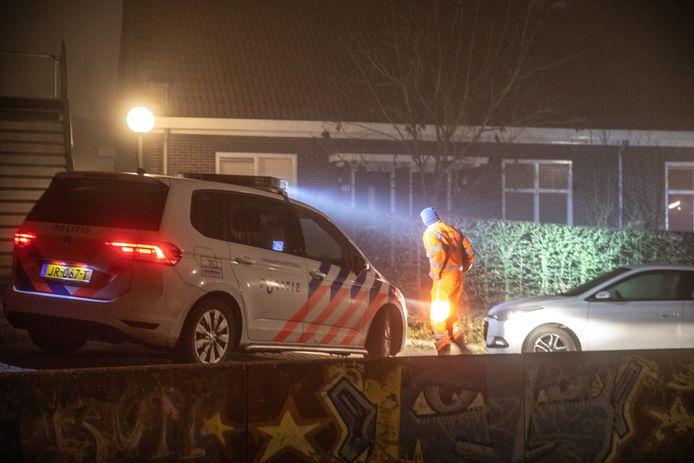 Politieonderzoek in de Buitengasthuisstraat in Zwolle na de moord op Henk Wolters, oudejaarsavond 2019. Het huis van zijn buurman Mario lag vol drugs en pillen.