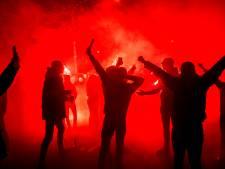 Supporters Willem II zorgen voor waanzinnig onthaal: Heuvelring in vuur en vlam