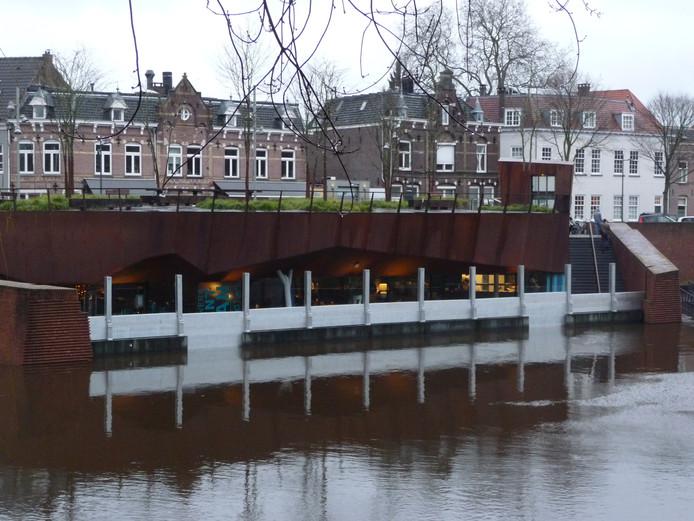 Schotten beschermen het bolwerk Sint-Jan tegen het hoge water