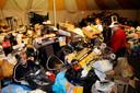 Archieffoto: Een kwart van de 'rommel' in een van de kleinere tenten. Jan van den Berg heeft op de achtergrond een doos in zijn handen.
