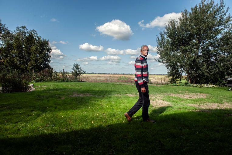Hans Strating, strijder tegen windmolens. Aan de horizon zou een windmolenpark moeten verrijzen. Beeld Reyer Boxem