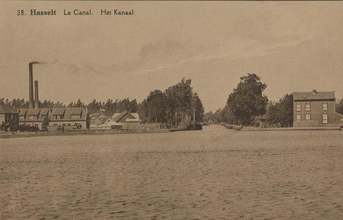 Bij de oude prentbriefkaarten zit ook het oude Hasseltse Kanaalkom uit de jaren 1900.