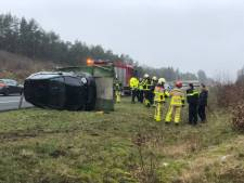 Aanhanger mét auto crasht op A1 bij Apeldoorn