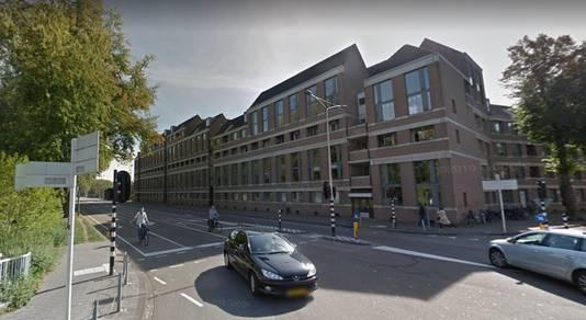 Het woongebouw op de hoek van de Zuid-Willemsvaart en de Jan Heinsstraat dat Gerard Wijnen ontwierp.