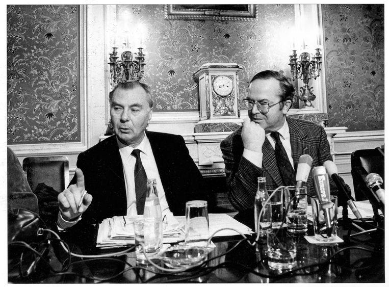 Leo Tindemans en Wilfried Martens, januari 1989. 'Na het Egmontpact is de verwijdering tussen de twee begonnen', zegt Van Cauwelaert.  Beeld Jean Guyaux