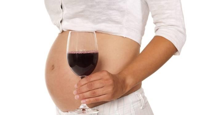 Dagelijks glas wijn tijdens zwangerschap schaadt baby niet