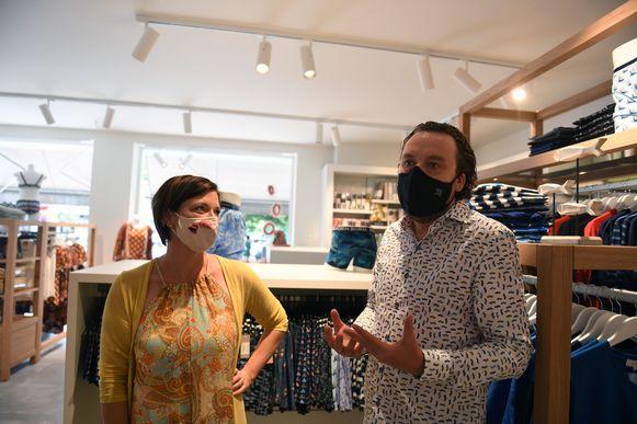 Natalie Van Orshoven en Frederik Lamotte sprongen vijf jaar geleden al op de digitale trein maar laten hun fysieke winkel niet los.