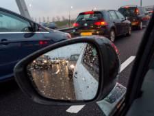 Verkeer over de vluchtstrook op A59 na ongeluk bij knooppunt Hooipolder