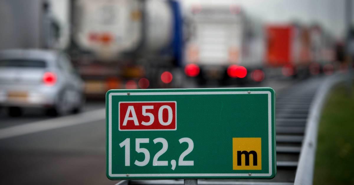 File op A50 door ongeluk bij knooppunt Bankhoef, rijbaan weer vrij.