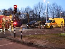 Wesley in Ede aangereden door politieauto: mogen agenten door rood rijden?