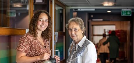 Studente Bente woonde eerder dan haar oma (82) in hetzelfde zorgcentrum in Enschede