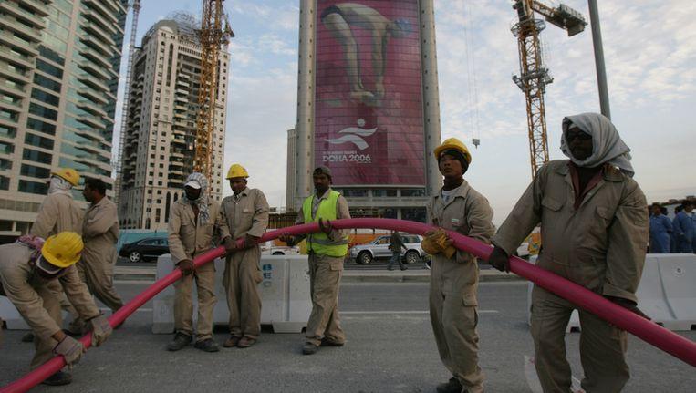 Immigranten die in de constructie werken in Doha, de hoofdstad van Qatar. Beeld afp