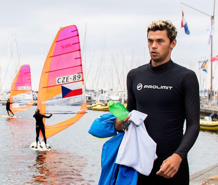 Kiran Badloe, nederlandse RS:X zeiler, die met Dorian van Rijsselberghe strijdt om een plek voor deelname aan de olympische spelen van Tokyo 2020. Beeld Klaas Jan van der Weij