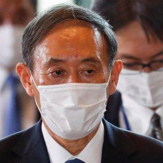 yoshihide-suga-formeel-verkozen-tot-premier-van-japan-wie-is-hij