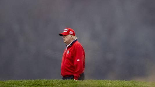 Donald Trump op de golfbaan in Virginia.