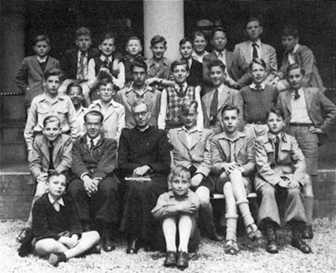1950-1951: klas 1A van het Canisius College in Nijmegen, met rechtsboven een jonge Ruud Lubbers.
