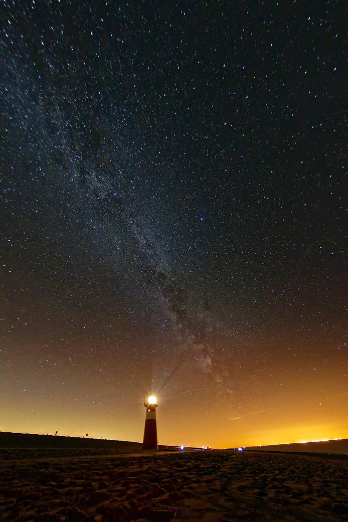De Melkweg boven Westkapelle.