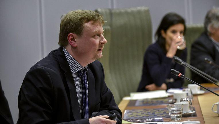 Criminoloog Lieven Pauwels tijdens de hoorzitting van de Commissie voor de bestrijding van gewelddadige radicalisering van het Vlaams Parlement. Beeld PHOTO_NEWS